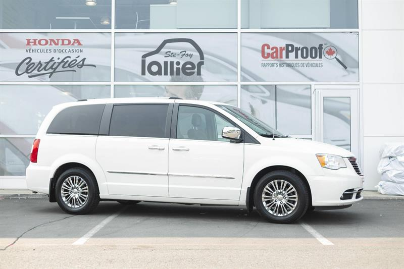 Chrysler Town & Country 2011 Familiale #180752B