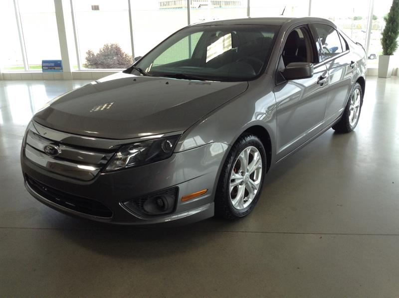 Ford Fusion SE 2012 #M8328A