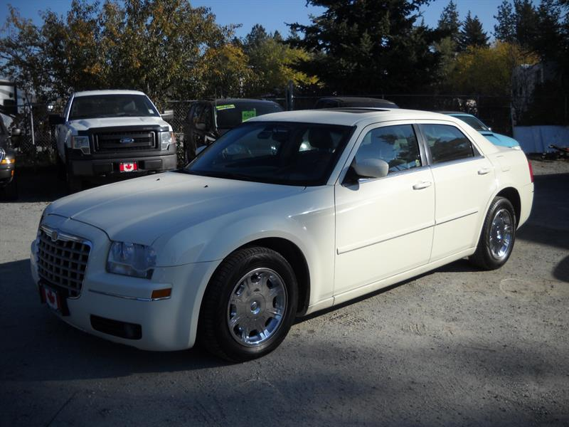 2005 Chrysler 300 4dr Sdn 300 WELL KEPT! #3364