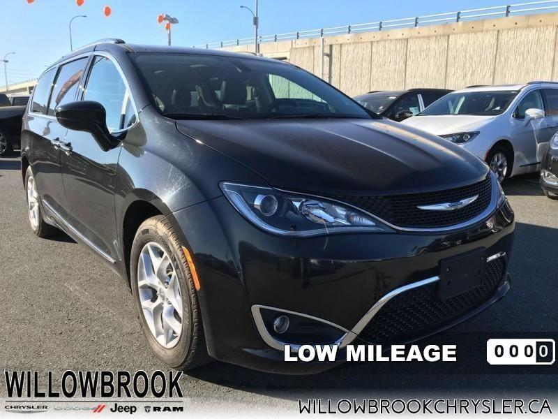 2017 Chrysler Pacifica Touring-L Plus #18UP464