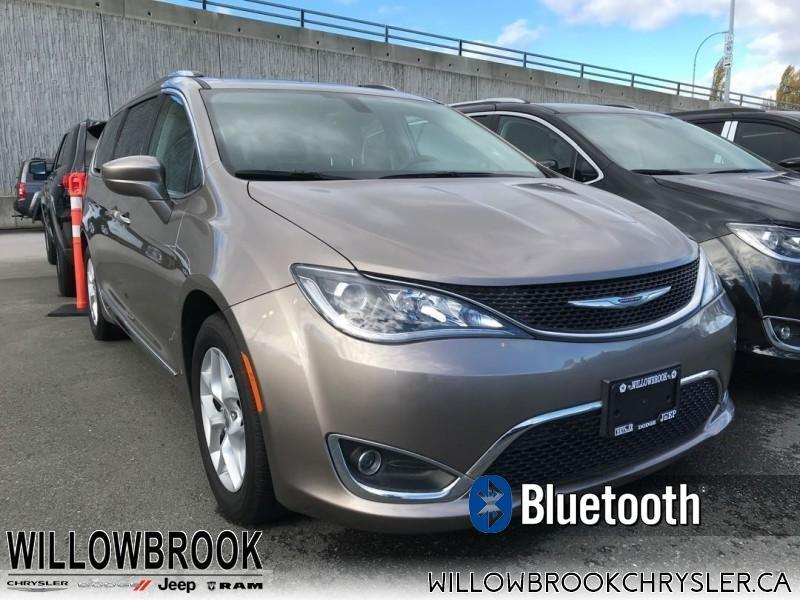 2017 Chrysler Pacifica Touring-L Plus #18UP511