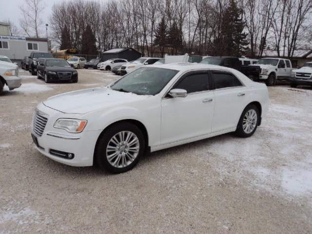 2014 Chrysler 300 C AWD 5.7 L hemi loaded