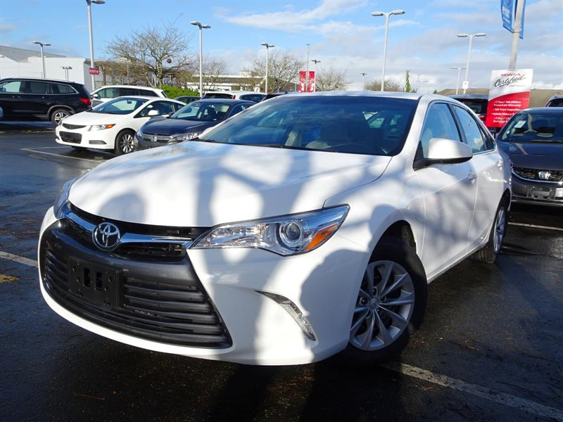 2015 Toyota Camry 4-Door Sedan SE 6A. 6 Months Powertrain Warranty! #LH8336A