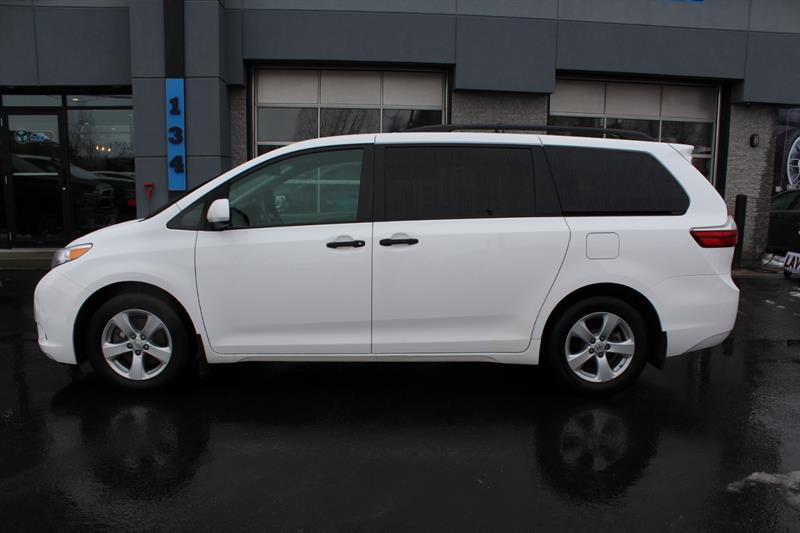 Toyota Sienna 2017 LE #c0001