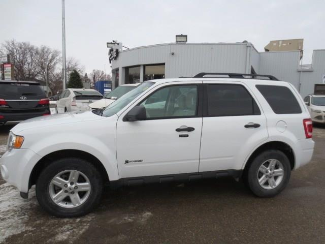 2010 Ford Escape 4X4 - **LOW KMS** #3911