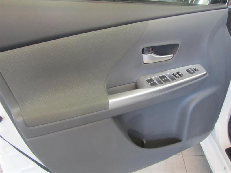 toyota Prius V 2014 - 15