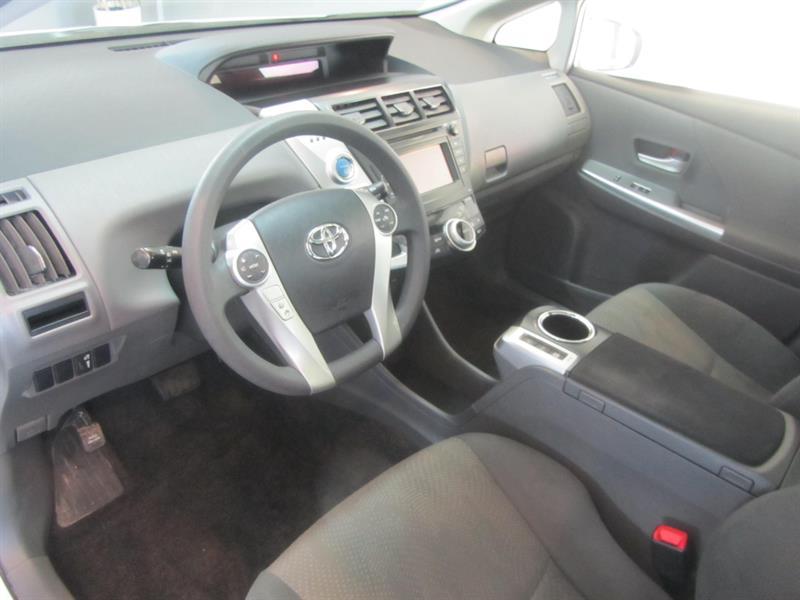 toyota Prius V 2014 - 16