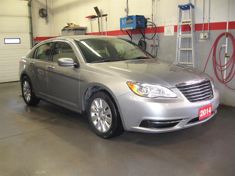 2014 Chrysler 200 4dr Sdn LX #B5574A