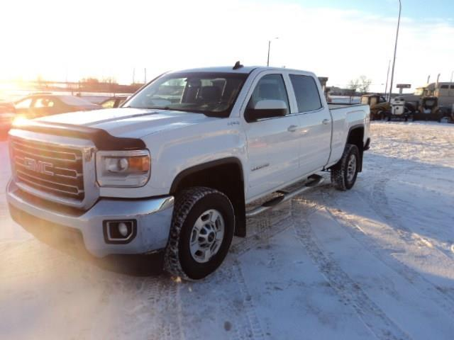 2015 GMC Sierra 2500HD 6.6L Turbo Diesel 4x4 Leather interior