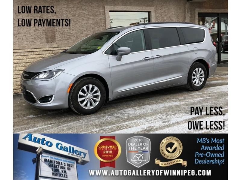 2017 Chrysler Pacifica Touring-L #22673