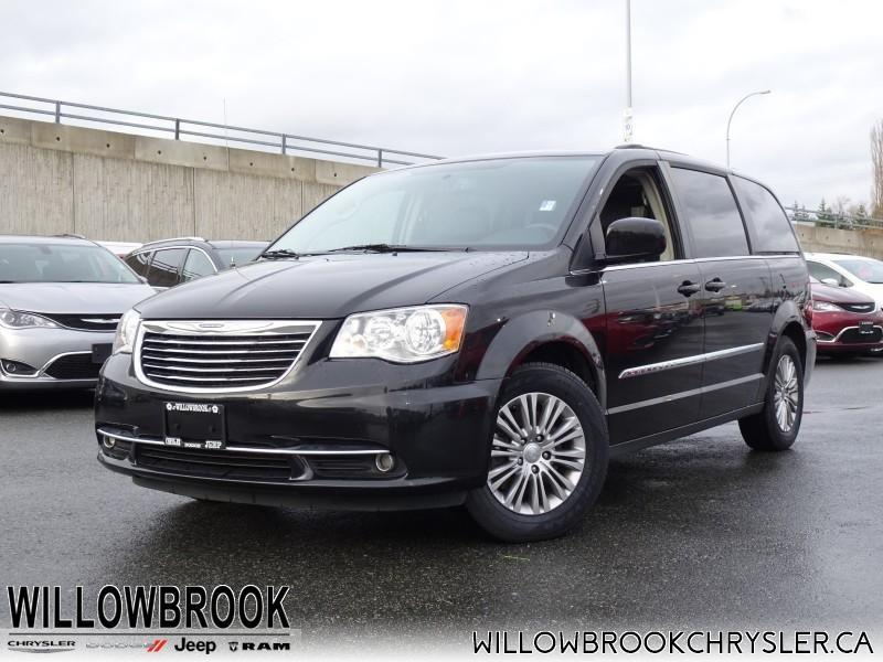 2016 Chrysler Town & Country Touring #18R576A