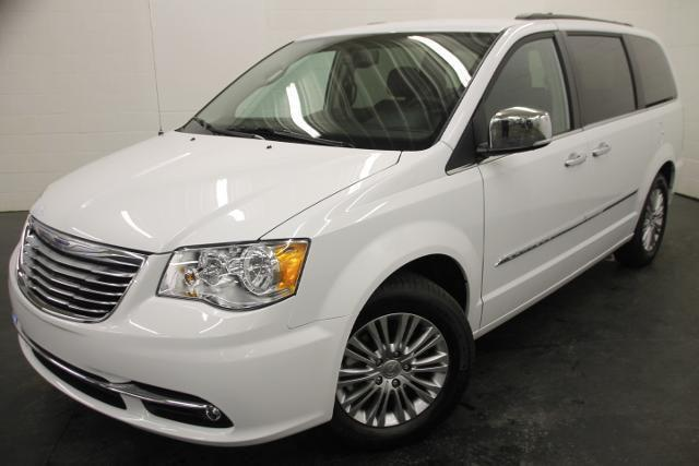 Chrysler Town & Country 2015 Touring w-Leather Cuir #A5662