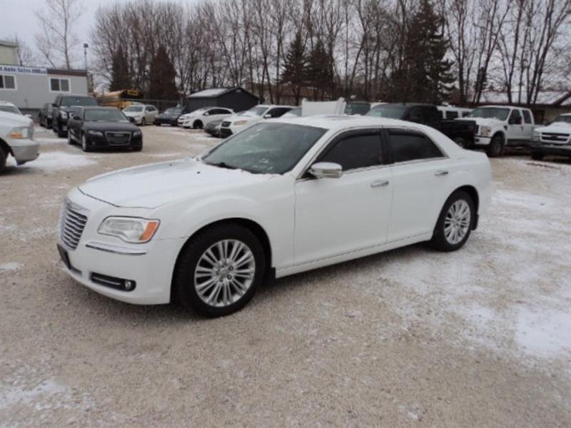2014 Chrysler 300c AWD 5.7 L hemi loaded