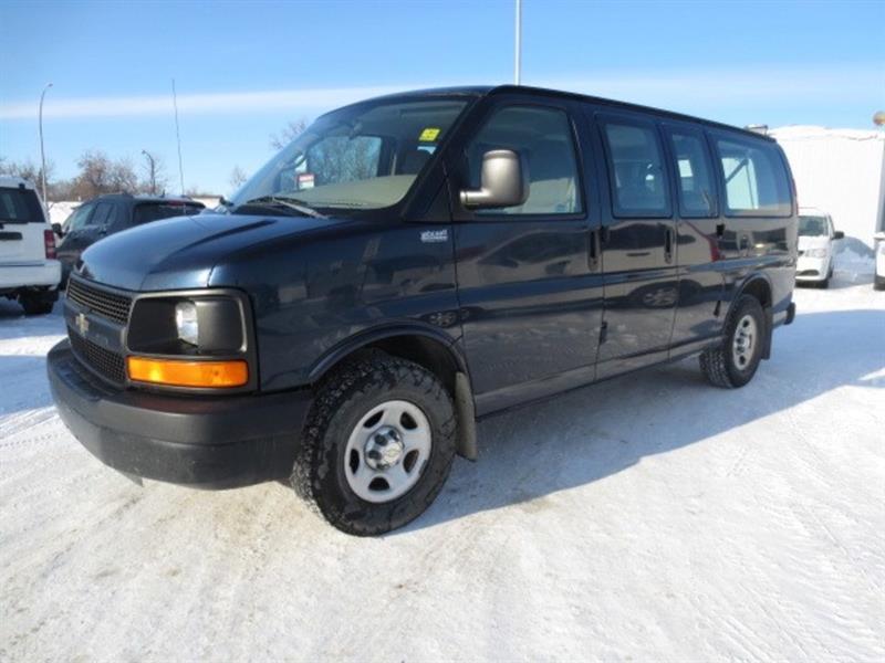 2006 Chevrolet Express 8 PASSENGER #3960