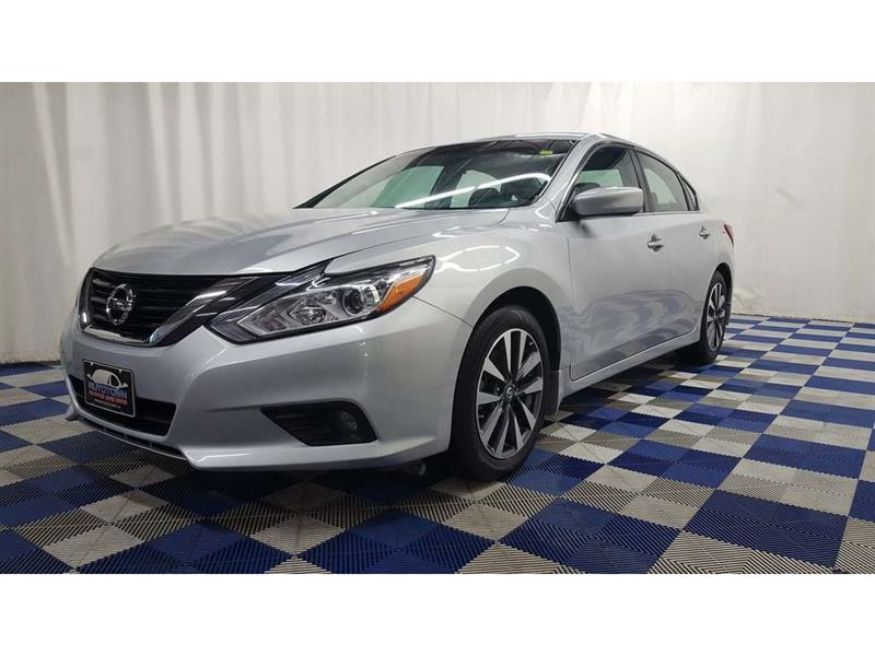 2017 Nissan Altima WOW LOW KMS/ ACCIDENT FREE #J17NA56051