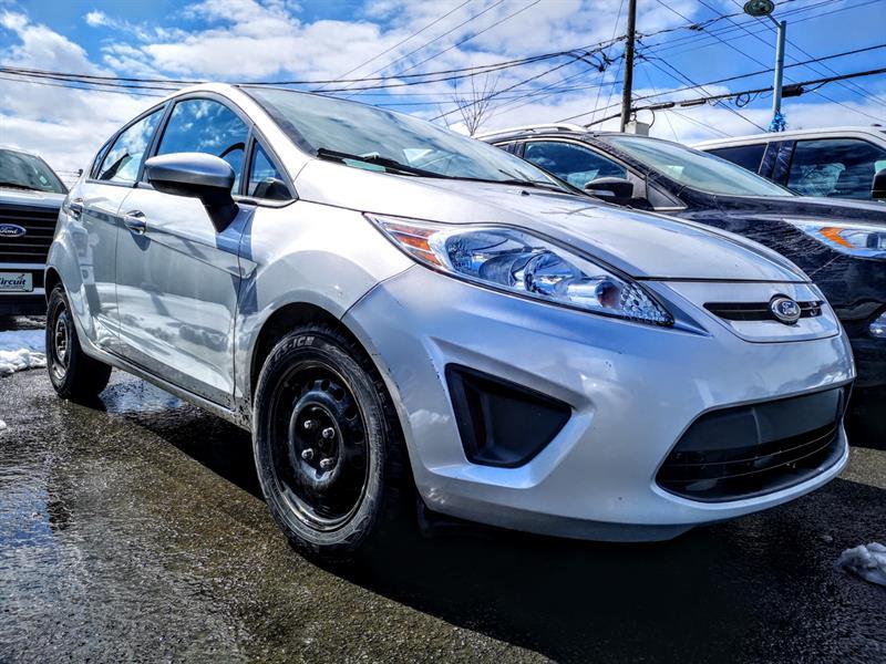 Ford Fiesta 2013  HB SE ** 40$ / Semaine ** #80124a