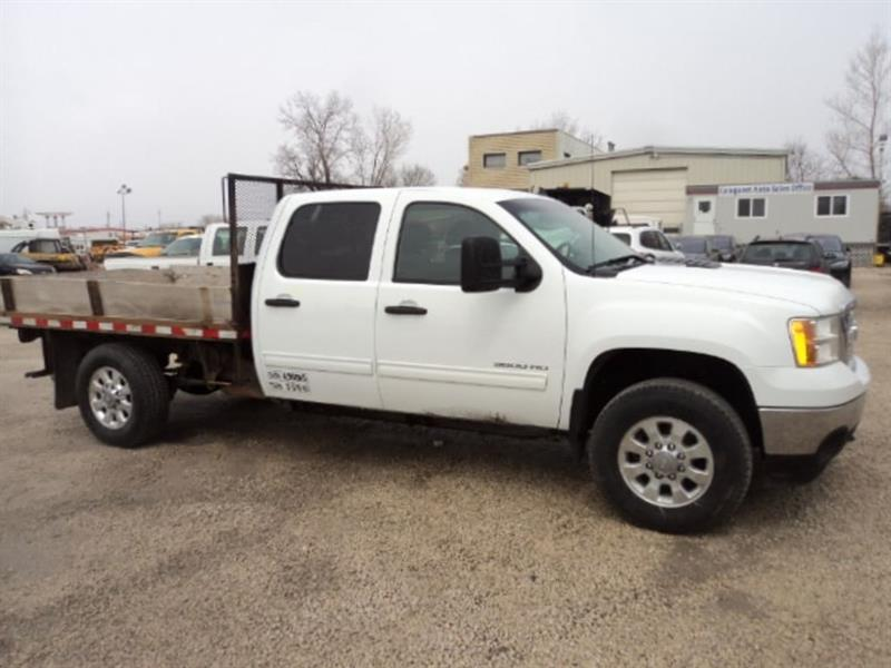 2014 GMC Sierra 3500HD 9 ft flat deck 4x4