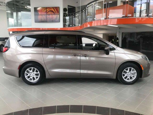 2017 Chrysler Pacifica LX #17CP45301