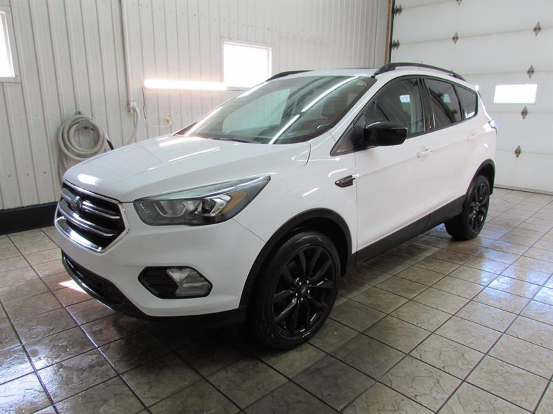 2017 Ford Escape 4WD SE BLACK EDITION #17-30