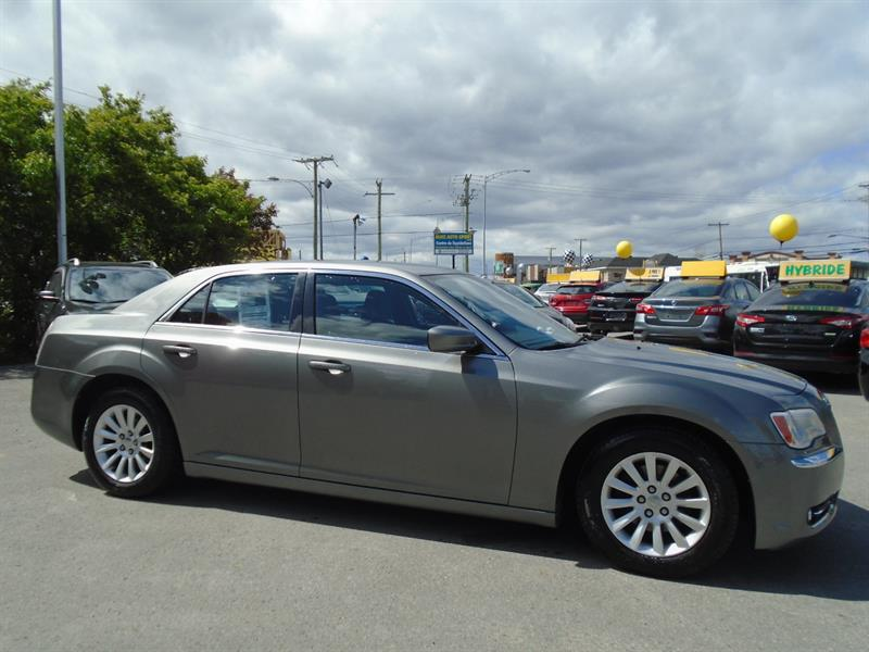 2012 Chrysler 300 4dr Sdn V6 Touring RWD