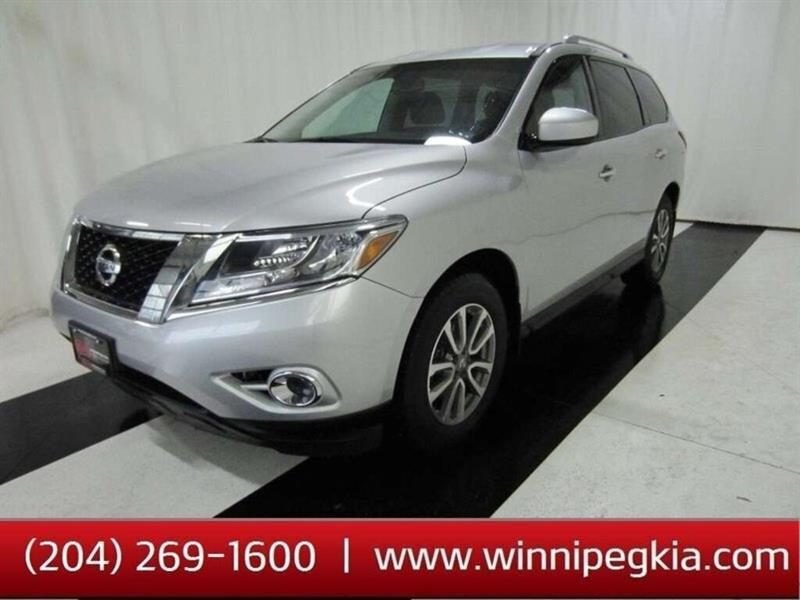 2016 Nissan Pathfinder SV *Accident Free!* #16NP19080
