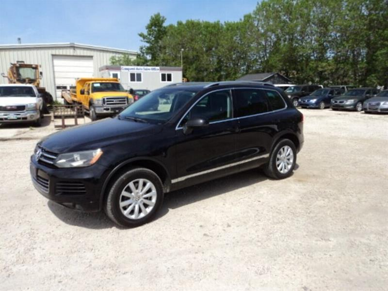 2011 Volkswagen Touareg Highline AWD 3.6 v6 gas leather interior