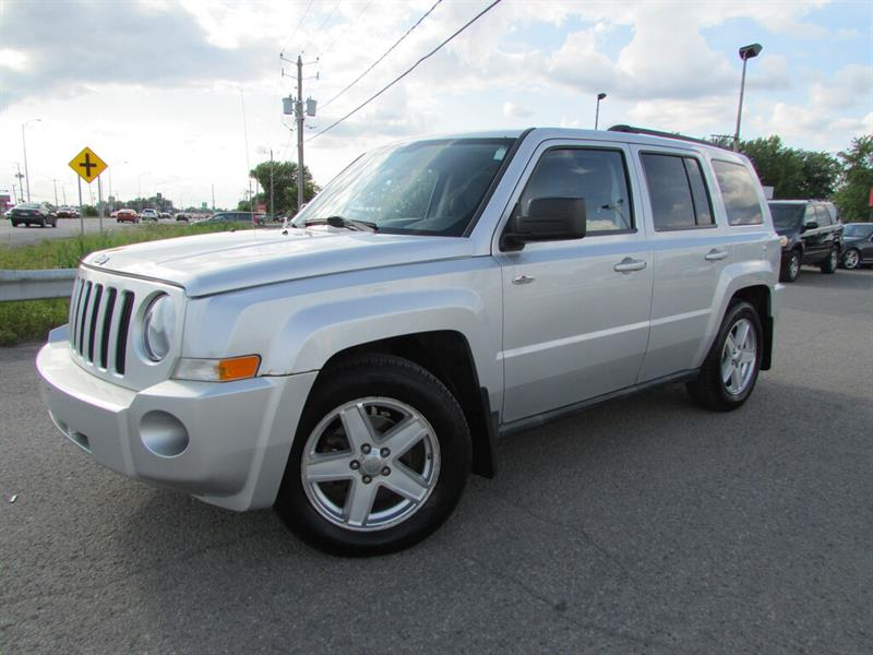 Jeep Patriot 2010 4WD NORTH A/C CRUISE TOIT OUVRANT!!! #4670