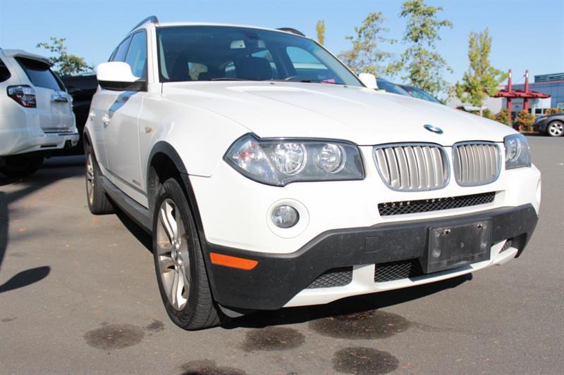 2010 BMW X3 Power Moonroof. Leather interior. #12636A (KEY 105)