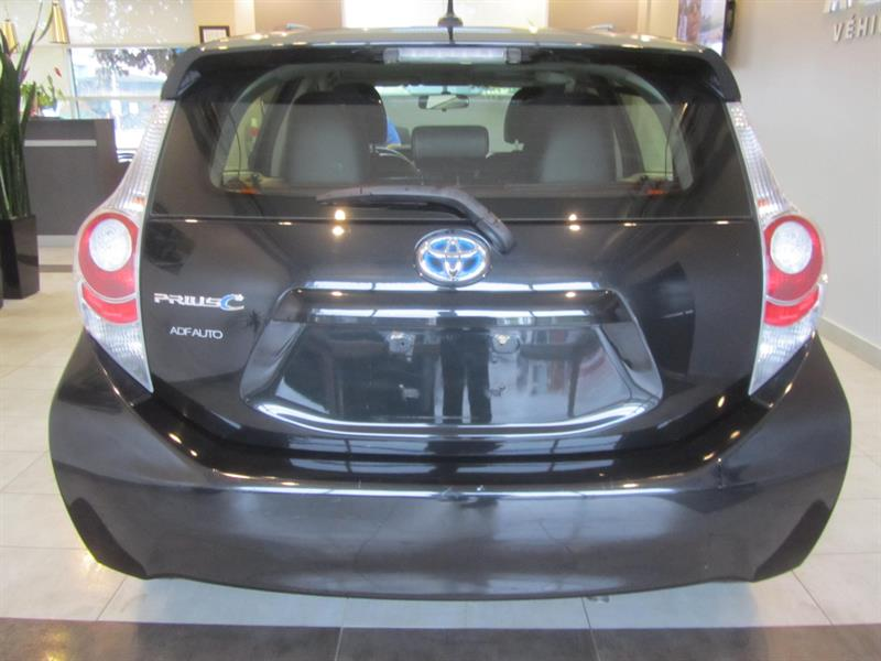 toyota Prius c 2014 - 8