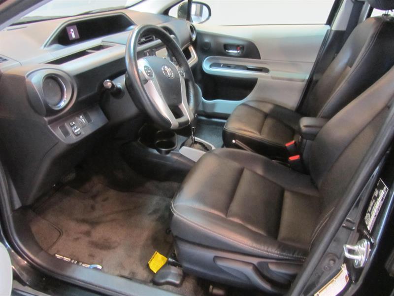toyota Prius c 2014 - 12