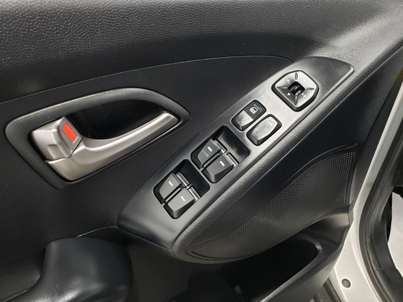 Hyundai Tucson FWD 11