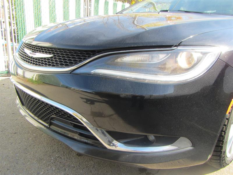 Chrysler 200 2015 Limited . **PAY WEEKLY $49 SEMAINE ** #P2559 ***711429