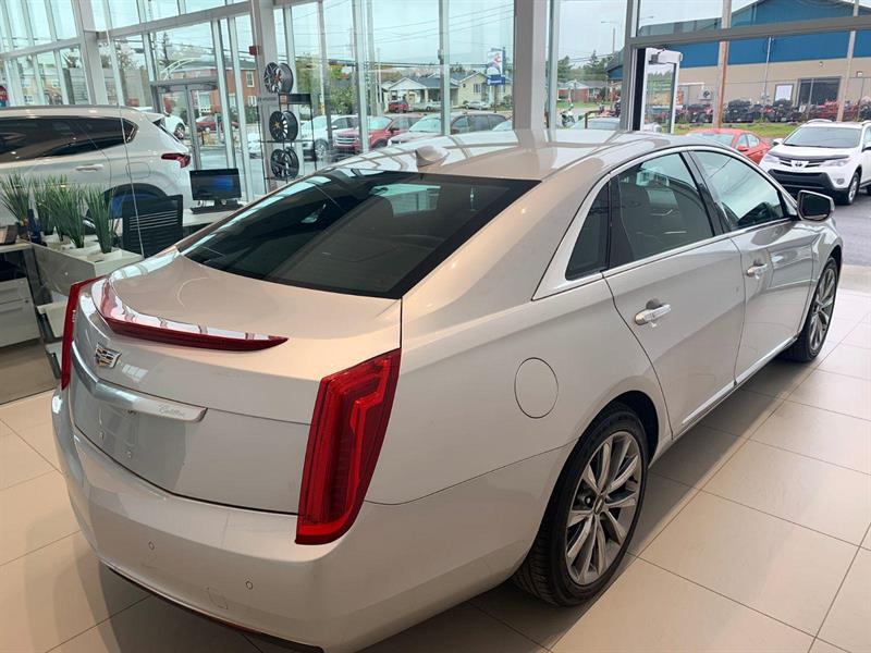Cadillac XTS 6