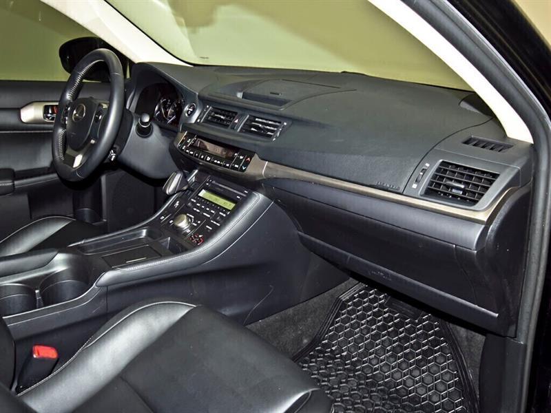 Lexus CT 27