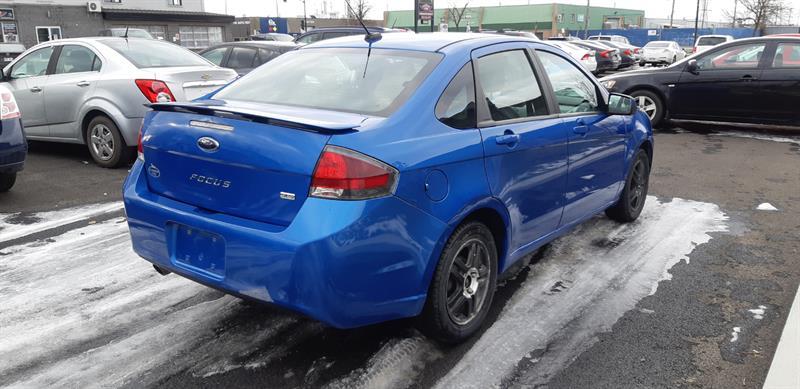 Ford Focus Sedan 4