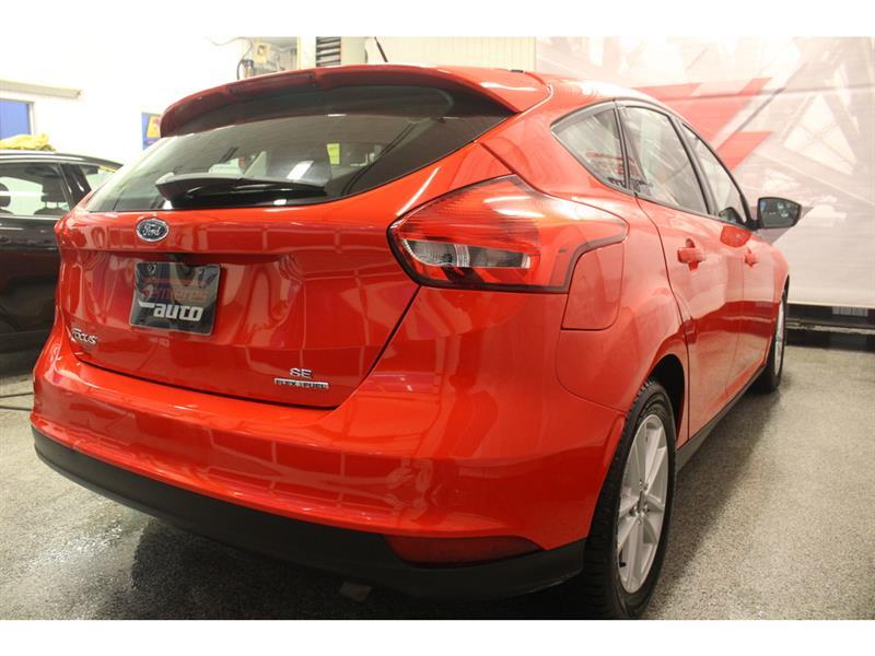 Ford Focus Hatchback 10