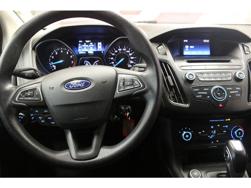 Ford Focus Hatchback 18