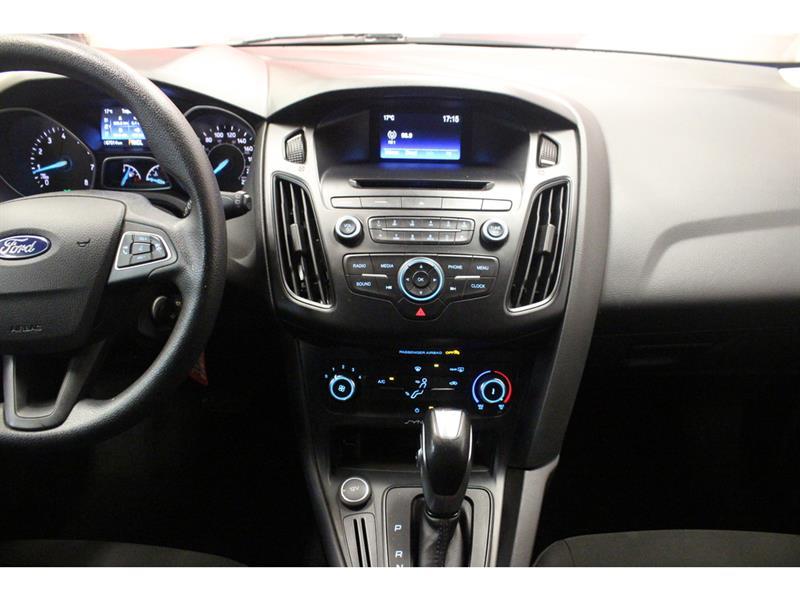 Ford Focus Hatchback 23