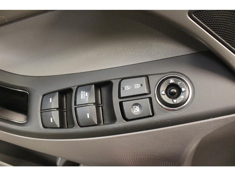 Hyundai Elantra Sedan 10