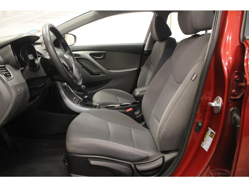 Hyundai Elantra Sedan 13