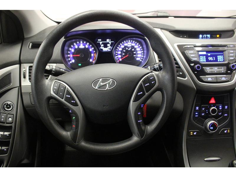 Hyundai Elantra Sedan 17