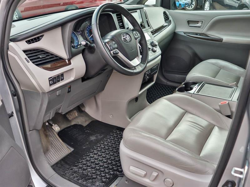Toyota Sienna 4