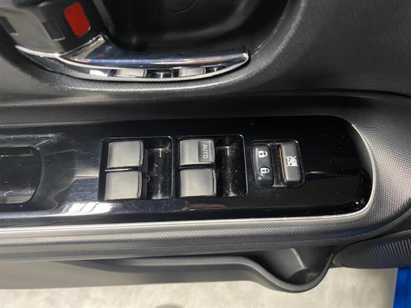 Toyota Prius C 12
