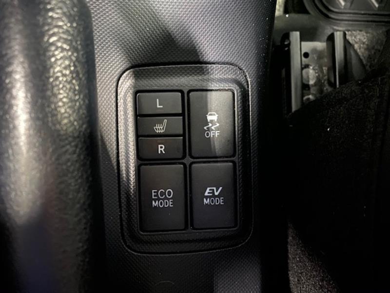 Toyota Prius C 17