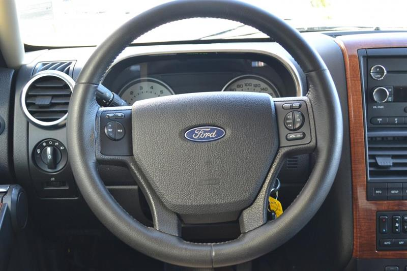 Ford Explorer 4X4 10