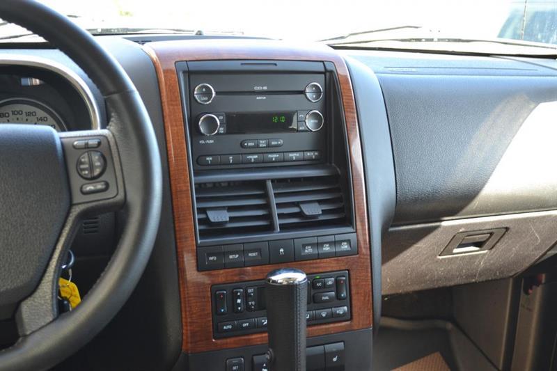 Ford Explorer 4X4 14