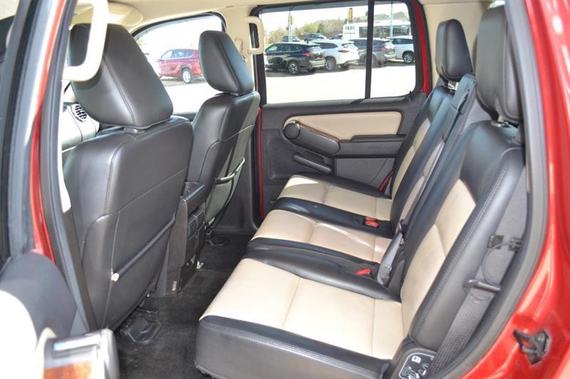 Ford Explorer 4X4 17