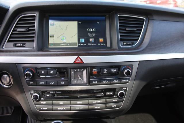 Hyundai Genesis 13