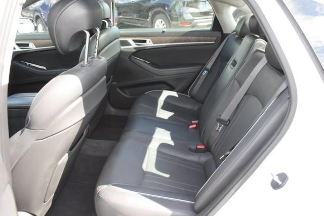 Hyundai Genesis 14