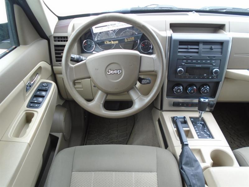Jeep Liberty 8